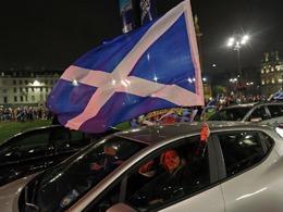 苏格兰独立派半裸街头狂欢