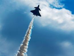 解放军成功首飞5架歼20 中国五代战机远超俄罗斯