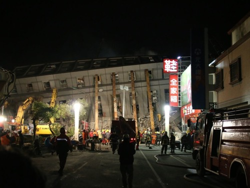 悲碌交集:多维直击台湾地震救援现场