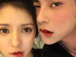 王思聪前女友张予曦为男友化妆:配一脸