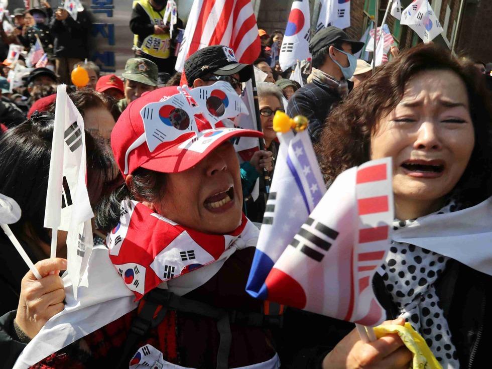 朴槿惠被彈劾下台 支持者與警方衝突1人身亡
