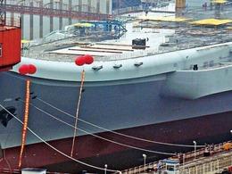 中国001A航母已悬挂庆典气球[图集]