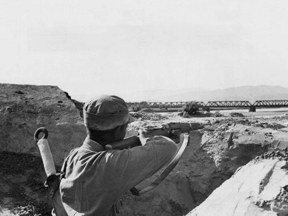 在平汉铁路沿线狙击日军的中国军人。(图源:VCG)