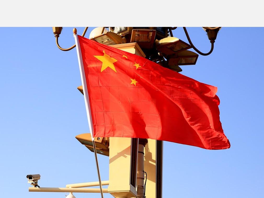 求是:中国才是当今世界最大的民主国家董明珠炮轰贾跃亭:弄没股民血汗钱 负能量表彰会上 习近平点名了这两人坐在身边