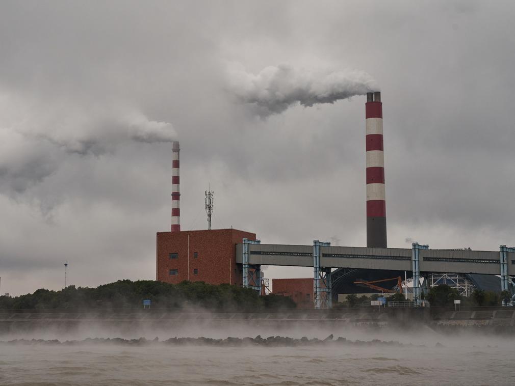 《日本政府提出减排超级目标 两大现状引发质疑》