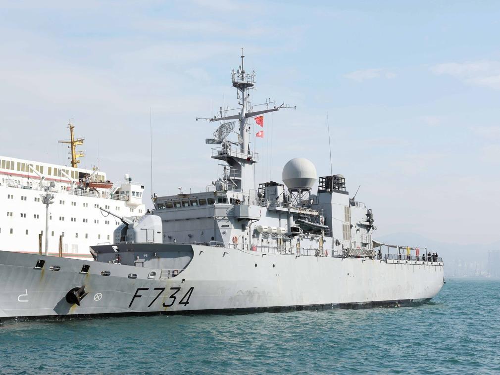 《法国军舰罕见穿越台海 中国国防部回应》