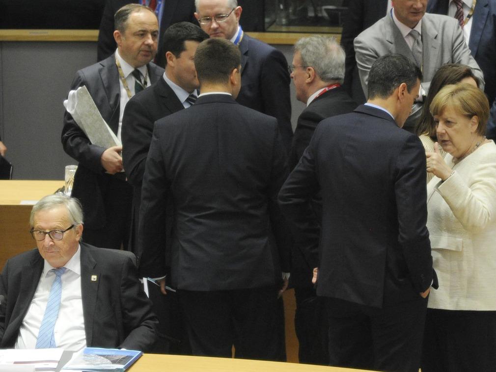欧盟领导人峰会召开现场领导人交锋 会场亮点多[图集]