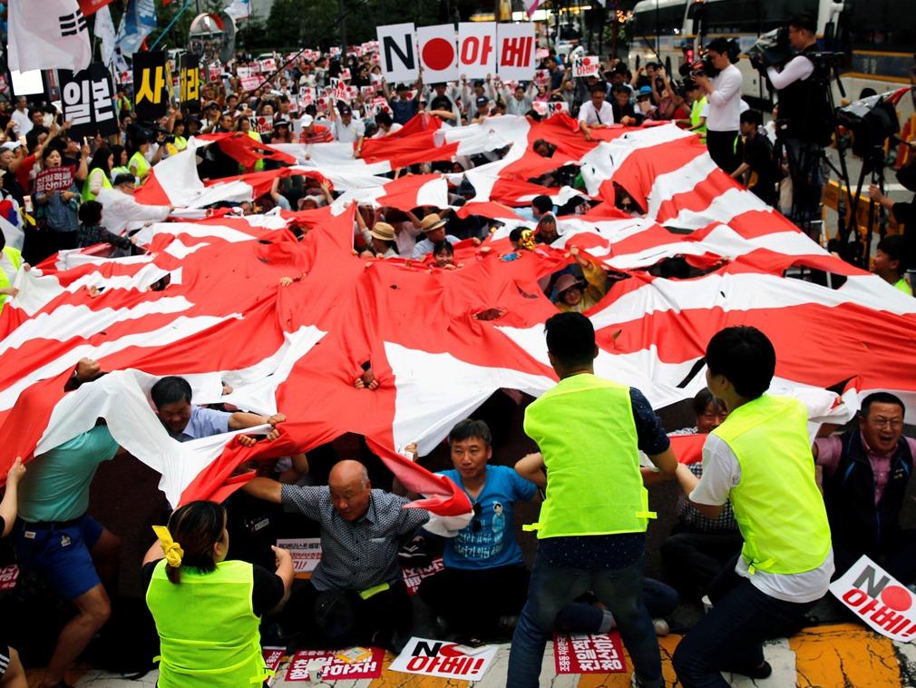 韩国民众抗议日本出口管制 要求日本正视历史错误[图集]