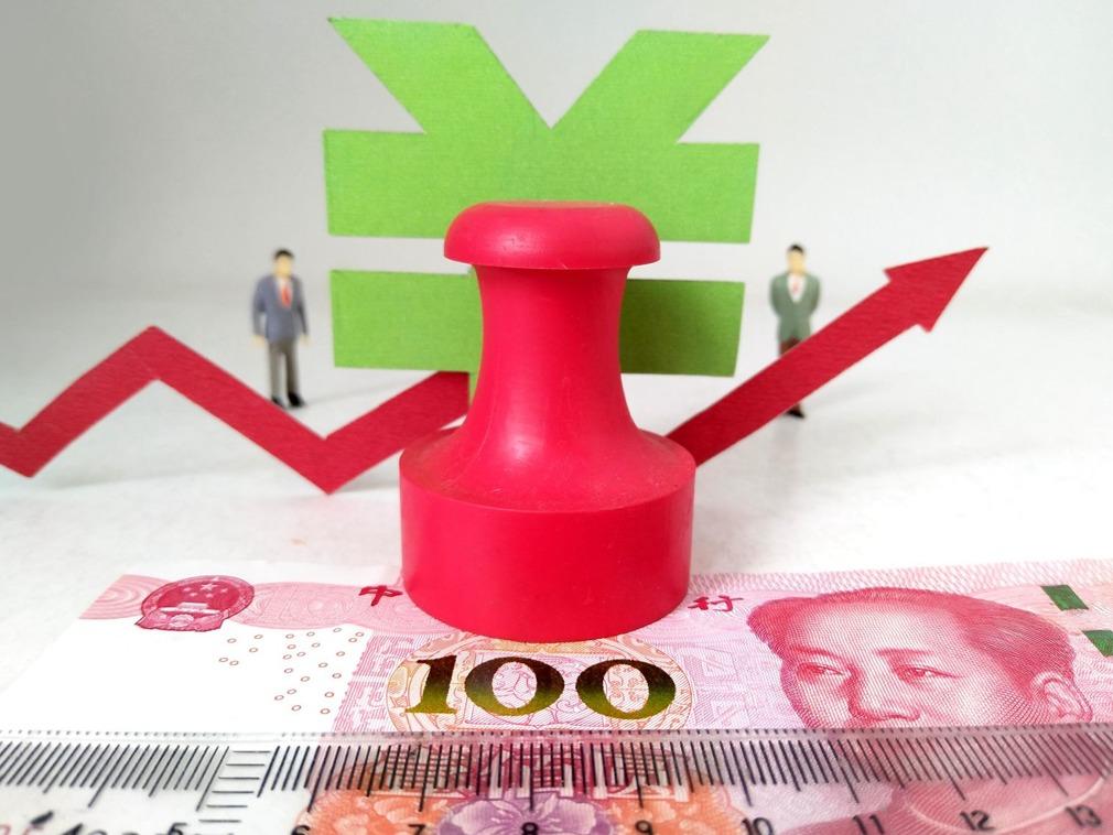 贸易战升级 离岸人民币走低0.59% 报7.177